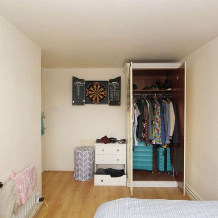 Rent this 5 bed room on 142 Roman Road in London E2 0RY, United Kingdom