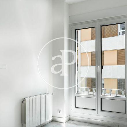 Rent this 3 bed apartment on Restaurante La Cata in Plaça de Mariano Benlliure, 46001 Valencia