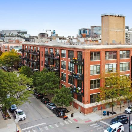 Rent this 1 bed loft on 1040 West Adams Street in Chicago, IL 60607