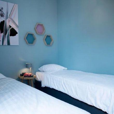 Rent this 3 bed apartment on Rue des Fripiers - Kleerkopersstraat 36 in 1000 City of Brussels, Belgium