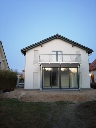 Rent this 3 bed apartment on Kirchstraße 25a in 14480 Potsdam, Germany