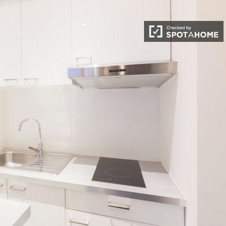 Rent this 0 bed apartment on Rue Père Eudore Devroye - Pater Eudore Devroyestraat 185 in 1040 Etterbeek, Belgium