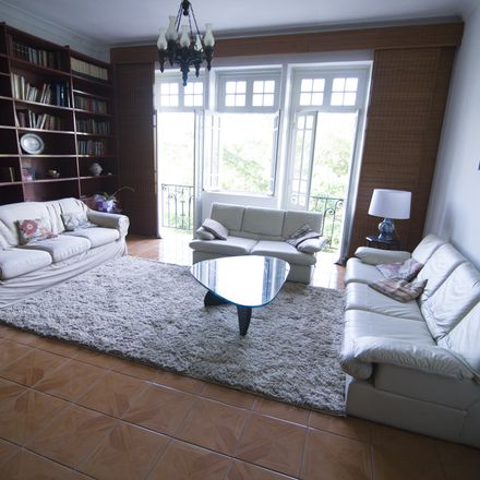 Rent this 3 bed apartment on Golden hotel empresa gol in Rua do Russel, Glória