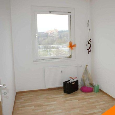 Rent this 3 bed apartment on Paul-Söllner-Straße 17 in 08527 Plauen, Germany