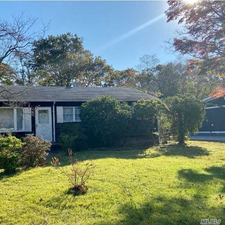 Rent this 3 bed house on 107 Malts Avenue in West Islip, NY 11795