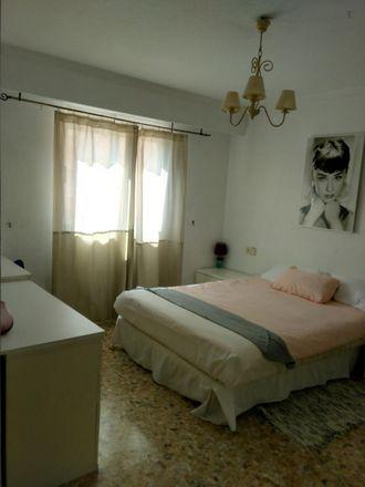 Rent this 3 bed room on Mercadona in Carrer de la Mare de Déu dels Desemparats, 46920 Mislata