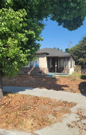 Rent this 2 bed house on Santa Fe Avenue in Lynwood, CA 90262