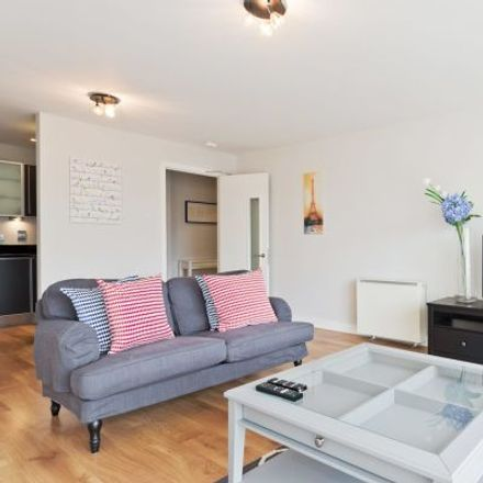 Rent this 4 bed apartment on Gallery Quay in Chimney View, South Dock ED