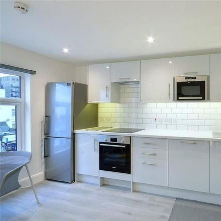 Rent this 2 bed apartment on 888 Nails in Camberwell Road, London SE5 0EE