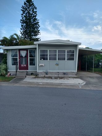 Rent this 1 bed house on 47th Ave N in Saint Petersburg, FL