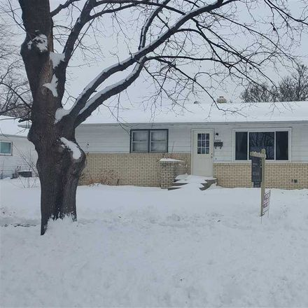 Rent this 3 bed house on 2032 Sunnyside Street in Janesville, WI 53548