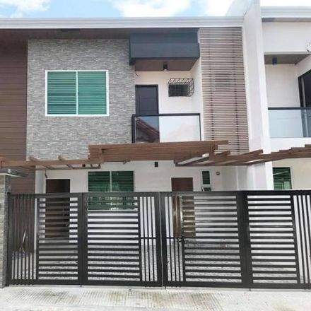 Rent this 3 bed house on Petron in Doña Soledad Avenue, Paranaque