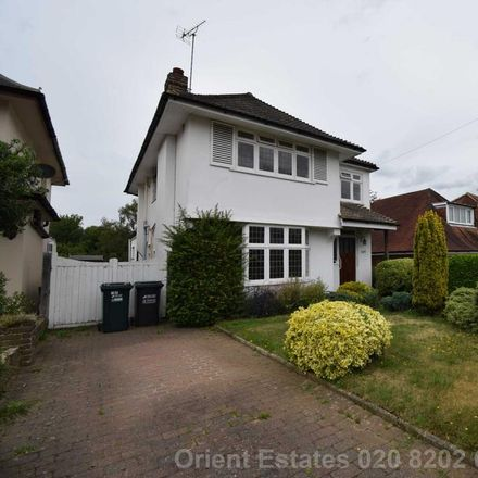 Rent this 5 bed house on Oaklands Avenue in Three Rivers WD19 4LH, United Kingdom