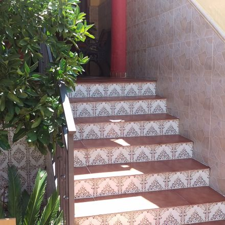 Rent this 4 bed room on Calle Abderramán in 29071 Málaga, Spain