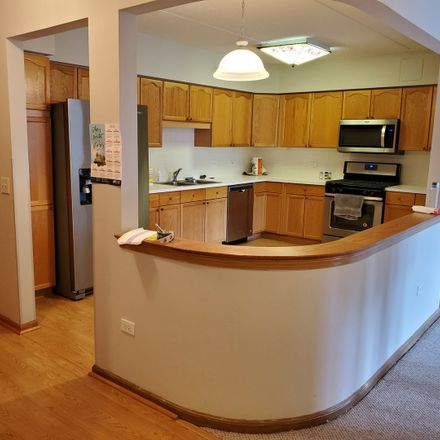 Rent this 2 bed townhouse on Des Plaines in IL, US