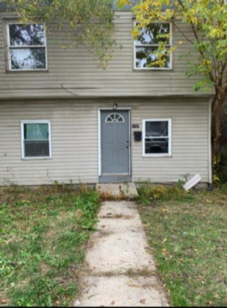 Rent this 4 bed townhouse on 6737 South Loomis Boulevard in Chicago, IL 60636