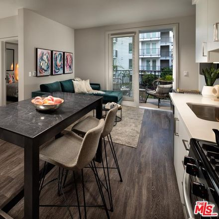 Rent this 1 bed condo on S Hobart Blvd in Los Angeles, CA