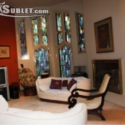 Rent this 2 bed apartment on 220 Avenue des Pins in Montreal, QC H2X 2K5