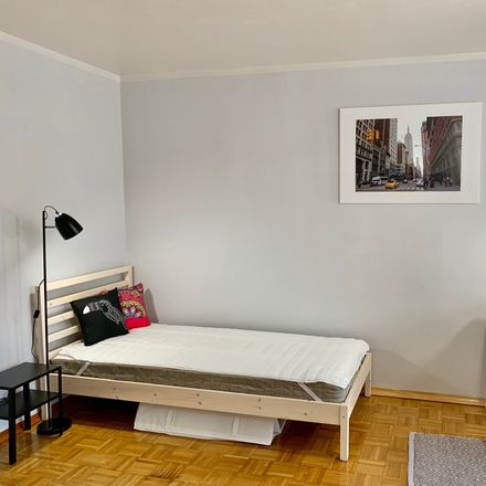 Rent this 3 bed room on Stacha Świstackiego in 50-430 Wrocław, Polska