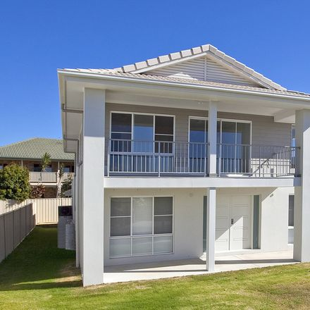 Rent this 5 bed house on 9 Sandune Place