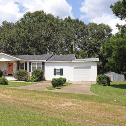 Rent this 3 bed house on 1522 Moselle-Seminary Road in Jones County, MS 39479