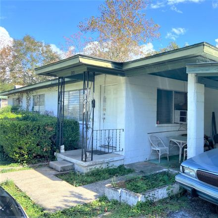 Rent this 3 bed house on 131 South 19th Street in DeFuniak Springs, FL 32435