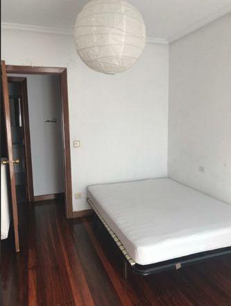Rent this 3 bed room on Gurutzealde auzunea in 7-8, 20008 San Sebastián