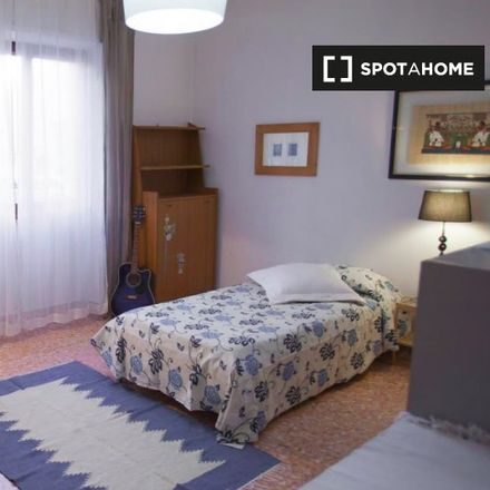 Rent this 4 bed apartment on Bonnie e Clyde Lounge Bar in Via Caio Canuleio, 107