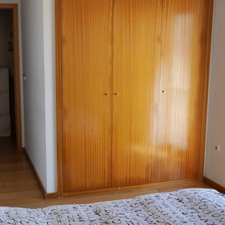 Rent this 2 bed room on R. Henrique da Mota 10 in 2500-915 Caldas da Rainha, Portugal