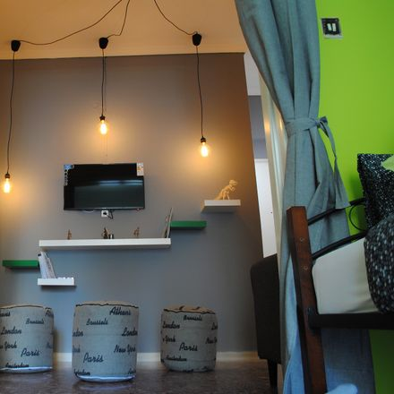Rent this 4 bed room on Samou 25-27 in Athina 104 38, Grecia