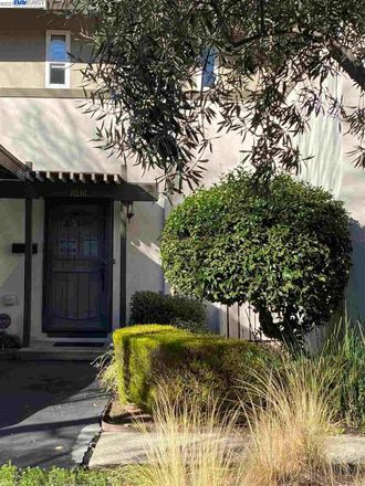 Rent this 2 bed townhouse on 1036 San Souci in Walnut Creek, CA 94597