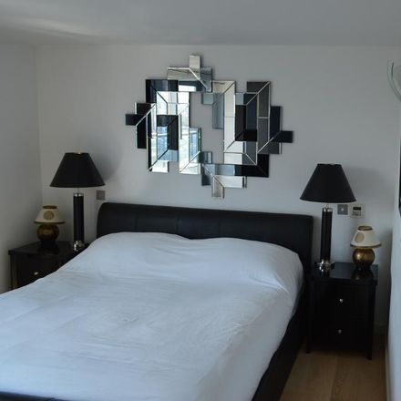 Rent this 3 bed apartment on New Providence Wharf in Fairmont Avenue, London E14 9PA