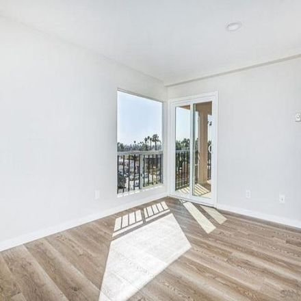Rent this 2 bed condo on 4730 Noyes Street in San Diego, CA 92109