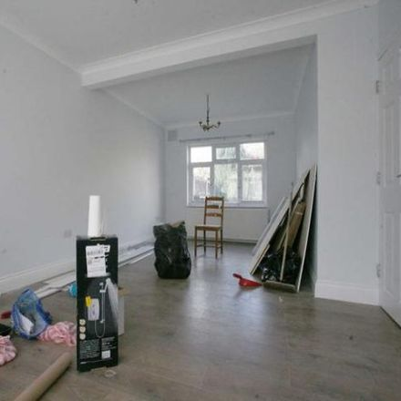 Rent this 3 bed house on Western Avenue in London RM10 8UP, United Kingdom