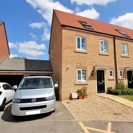 Rent this 3 bed house on Lingfield Park in Bourne PE10 0ZD, United Kingdom