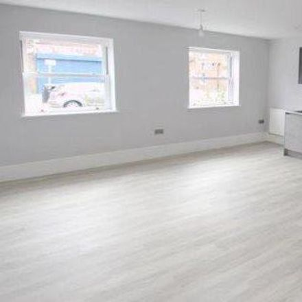 Rent this 2 bed apartment on Manor Grove in Tonbridge and Malling TN10 3DT, United Kingdom