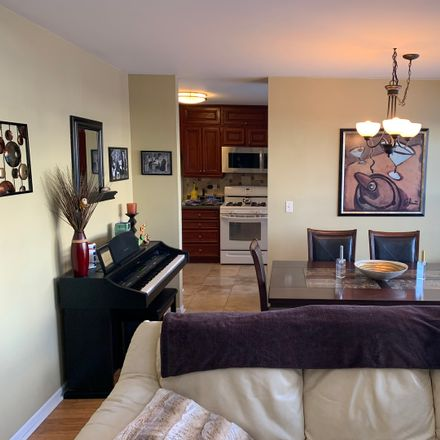 Rent this 2 bed loft on 389 Bloomfield Court in Vernon Hills, IL 60061