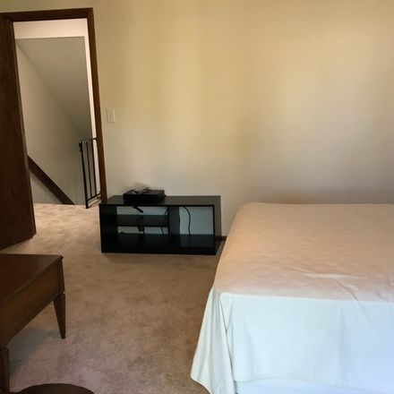 Rent this 1 bed room on 2027 Springhill Drive in Upper Arlington, OH 43221