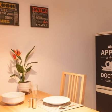 Rent this 1 bed apartment on Simrockstraße 40 in 22587 Hamburg, Germany