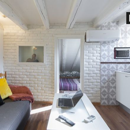 Rent this 1 bed apartment on Parroquia San Ildefonso in Calle de Colón, 16