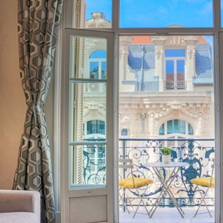 Rent this 4 bed apartment on 28 Rue Lamartine in 06000 Nice, France