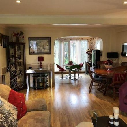 Rent this 3 bed house on Whitchurch Avenue in London, HA8 7NT