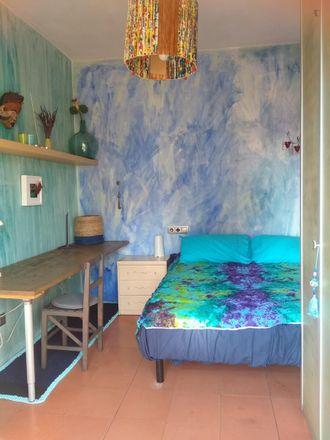 Rent this 3 bed room on Carrer de Joan Blanques in 63, 08024 Barcelona