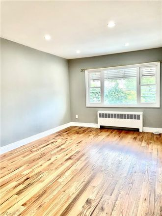 Rent this 3 bed apartment on 3057 Gunther Avenue in New York, NY 10469