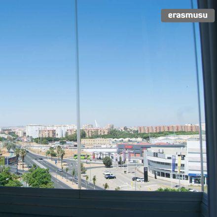 Rent this 3 bed apartment on Av. de Kansas City in Sevilla, Spain