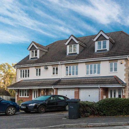 Rent this 3 bed house on Oakridge Close in Newbury RG14 6HX, United Kingdom