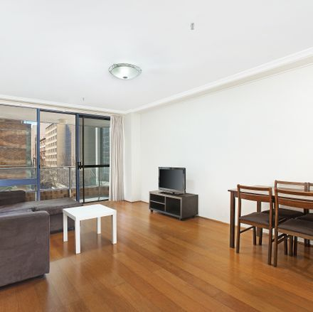 Rent this 2 bed apartment on 26/25 Market Street