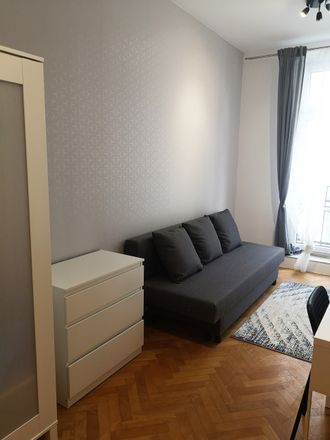 Rent this 5 bed room on Legionów 40 in 90-702 Łódź, Polska