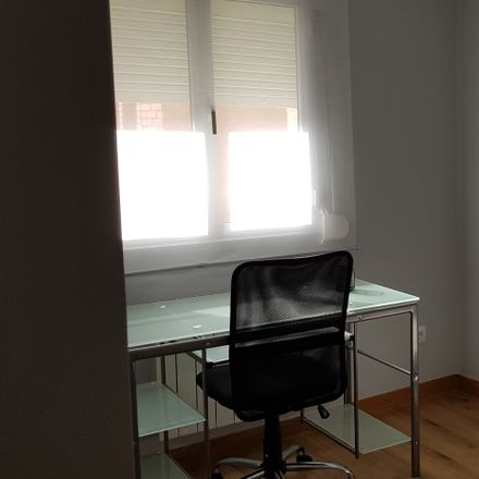 Rent this 4 bed room on Calle Luis de Ulloa in 17, 26004 Logroño