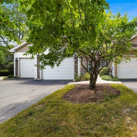 Rent this 2 bed townhouse on Cranbrook Ct in Schaumburg, IL